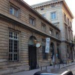 Cour de la Monnaie de Paris - remise en etat de la cour intérieure - dépose - terrassement - repose des pavés après passage de réseaux.