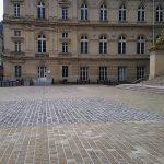 Parvis Tribunal d'Amiens granit VEGA Jaune